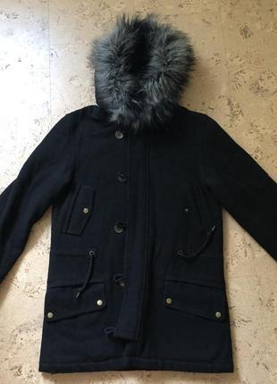 Мужское тёплое чёрное пальто с меховым капюшоном. размер м.