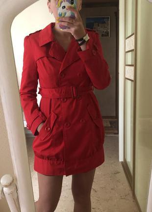 Плащ-пальто красный под пояс яркий тренч