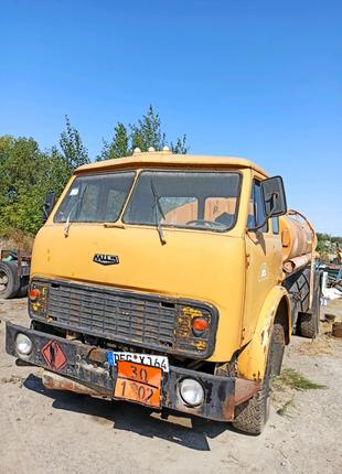 Грузовой автозаправщик МАЗ 500
