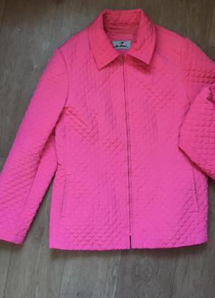 Розовая стеганая курточка