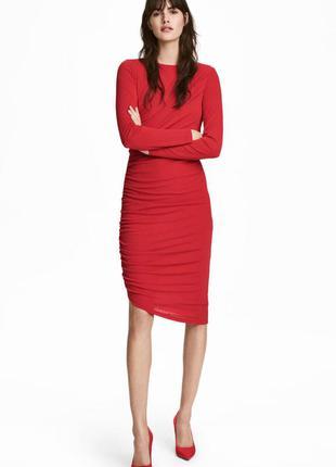 Оригинальное платье с драпировкой от бренда h&m разм. s