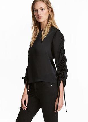 Оригинальная блузка с кулисками от бренда h&m разм. 42