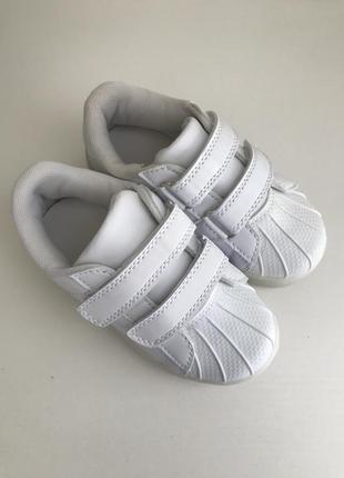 Новые детские белые кроссовки на липучках 26 размер