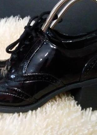 Туфли броги еколак 38 р по ст 24.5 см каблук 6 см