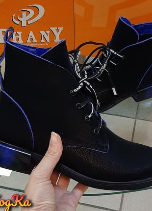 Стильные осенние женские ботинки на оригинальном каблуке