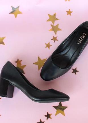 Черные туфли, лодочки 39 размера на удобном каблуке