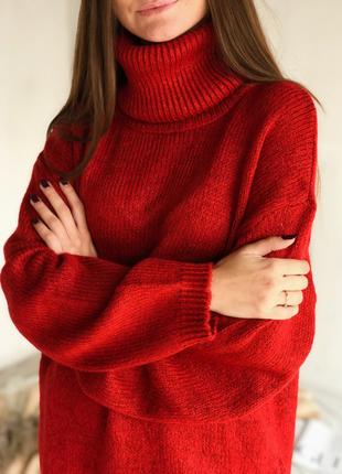 Красный шерстяной свитер гольф объемный с высоким горлом удлин...