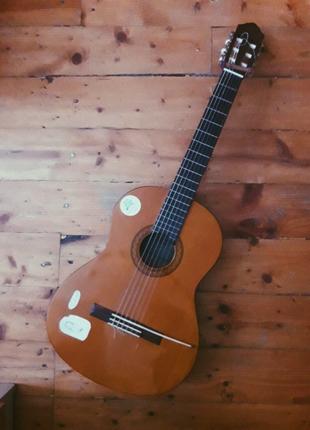 Гитара Yamaha C40 + чехол и набор струн. Отлично для новичков.