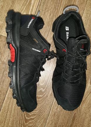 Продам кроссовки Baas новые