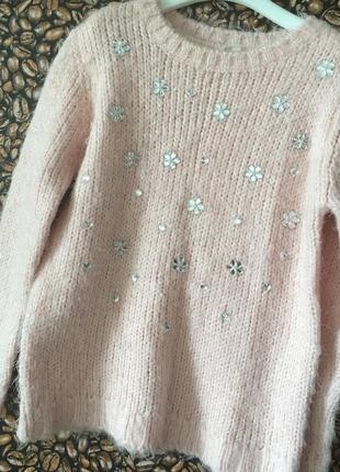 Нежно розовый свитер джемпер со стразами