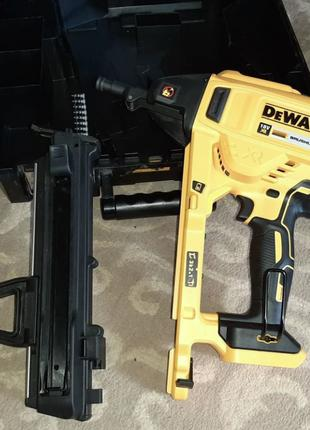 Монтажный пистолет DeWALT DCN890N