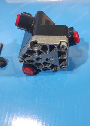 Топливный насос низкого давления Iveco Stralis Cursor 500396487