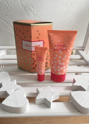 Праздничный набор мэри кэй: крем для рук с ароматом и бальзам ...