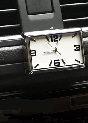 Стильные часы для салона автомобиля - белый циферблат
