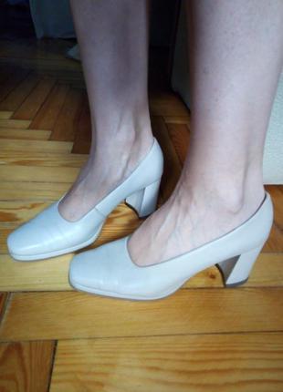 Кожаные бежевые, нюдовые туфли Dilly, р.37