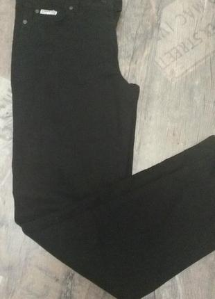 Тонкие джинсы-стрейч