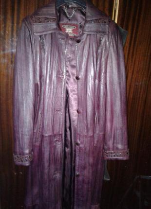 Длинный кожаный плащ-пальто