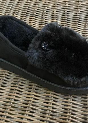 Черные слипоны на меху теплые женские тапочки