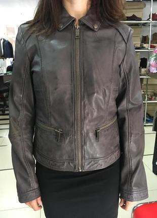 Женская кожаная курточка s