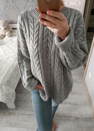 Теплый красивый актуальный свитер шерсть