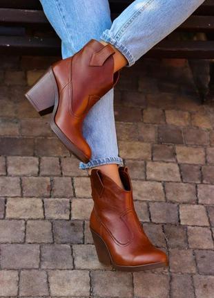 Демисезонные кожаные ботинки - казаки