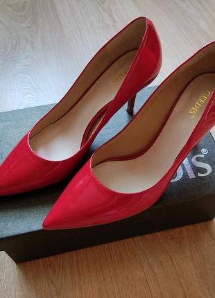 кожаные лакированные туфли лодочки красного цвета