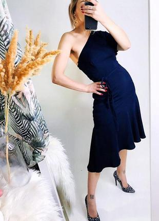 Ассиметричное платье в темно-синем цвете от warehouse