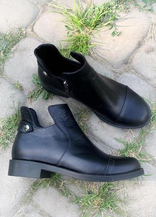 Кожаные черные демисезонные ботинки!