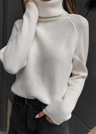 Мягкий свитерок под горло