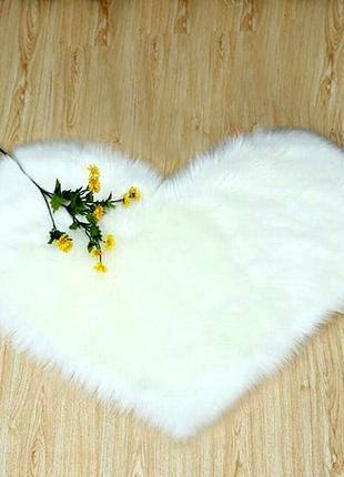 Меховой коврик в виде сердечка. 40 х 30 см. Коврик сердце