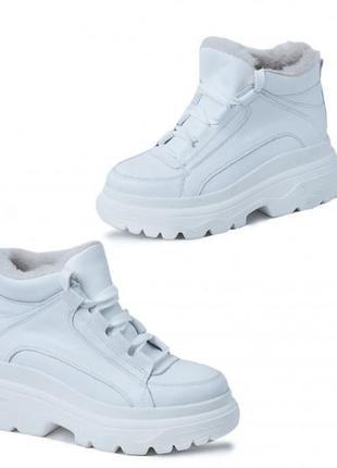 Ботинки женские,на толстой подошве белые