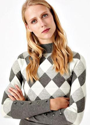 Теплый уютный свитер в ромбик из плотного трикотажа р.20