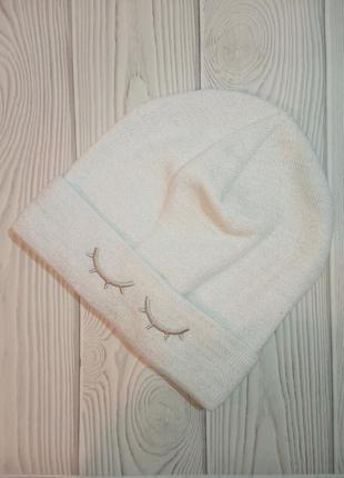 Белая шапка с люрексом глазки