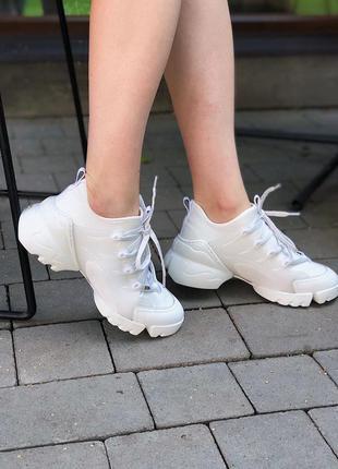 Шикарные белые кроссовки люкс качества