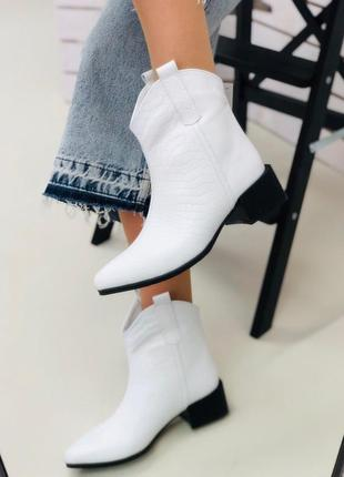 Женские ботинки казаки