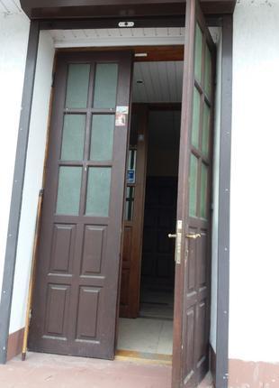 Дубові двері