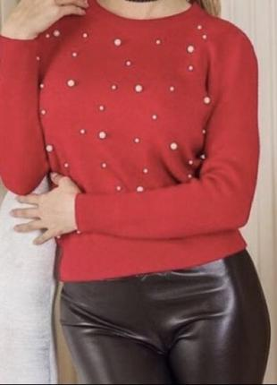 Кофта/свитер с жемчужными бусами