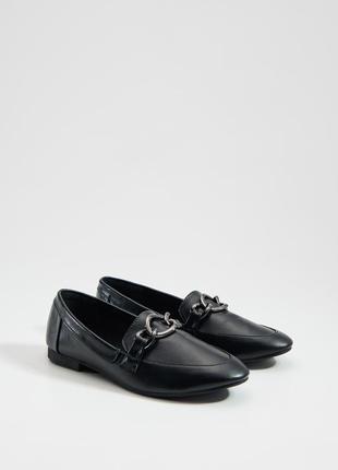 Черные лоферы туфли с цепочкой mohito