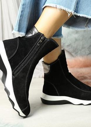 Замшевые ботинки на толстой подошве