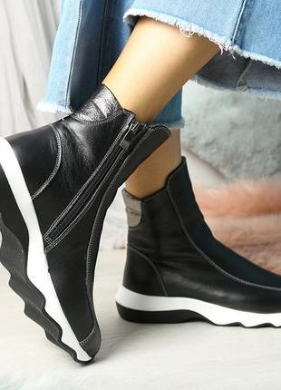 Кожаные ботинки на толстой рельефной подошве