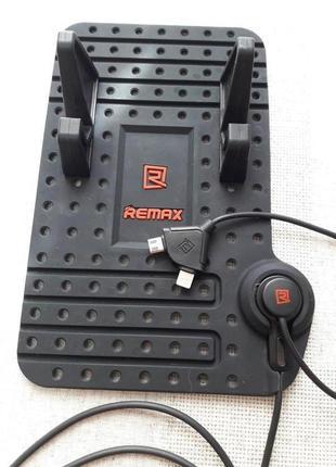 Держатель телефона в авто с кабелем зарядки