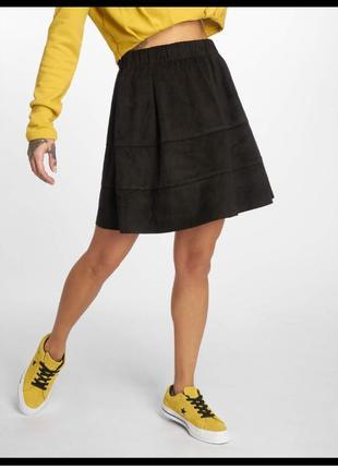 Стильная короткая юбка с карманами