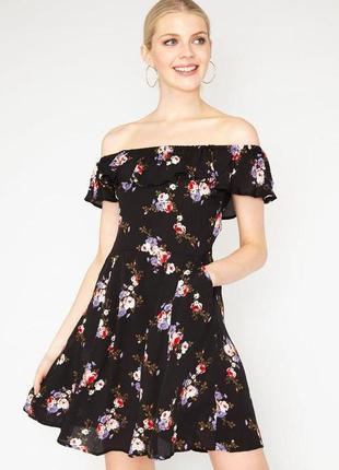 Женское платье с воланом открытые плечи в цветочный принт трик...