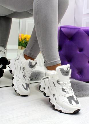 Женские зимние кроссовки белые