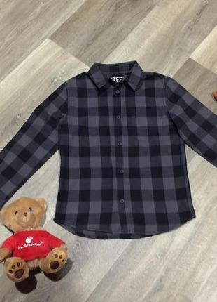 Классная рубашка для мальчика в клетку ,на 5/6 лет