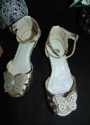 Золотистые туфельки с открым носком tu