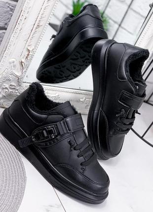 Черные зимние женские кроссовки alex
