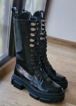 Высокие женские ботинки