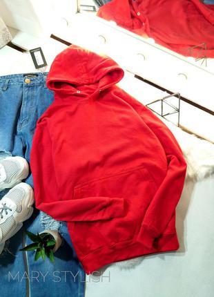 Красное худи чуть утеплена