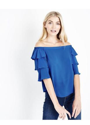 Безумно красивая яркая блуза с воланами и открытыми плечами, с...